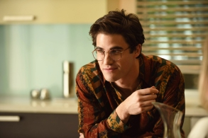 """THE ASSASSINATION OF GIANNI VERSACE: AMERICAN CRIME STORY """"The Man Who Would Be Vogue"""" Episode 1 (Airs Wednesday. January 17, 10:00 p.m. e/p) -- Pictured: Darren Criss as Andrew Cunanan. CR: Ray Mickshaw/FX"""