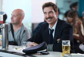 "LA TO VEGAS: Dylan McDermott in the ""Pilot"" premiere episode of LA TO VEGAS airing TUESDAY, Jan. 2 (9:00-9:30 PM ET/PT) on FOX. CR: FOX"