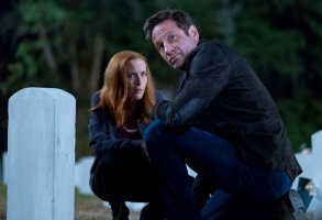 """THE X-FILES:  L-R:  Gillian Anderson and David Duchovny in the """"This"""" episode of THE X-FILES airing Wednesday, Jan. 10 (8:00-9:00 PM ET/PT) on FOX. ©2017 Fox Broadcasting Co. Cr:  Robert Falconer/FOX"""