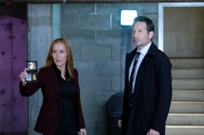 "THE X-FILES:  L-R:  Gillian Anderson and David Duchovny in the ""The Lost Art Of Forehead Sweat"" episode of THE X-FILES airing Wednesday, Jan. 24 (8:00-9:00 PM ET/PT) on FOX.  ©2017 Fox Broadcasting Co.  Cr:  Shane Harvey/FOX"
