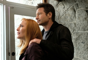"""THE X-FILES:  L-R: Gillian Anderson and David Duchovny in the """"Ghouli"""" episode of THE X-FILES airing Wednesday, Jan. 31 (8:00-9:00 PM ET/PT) on FOX.  ©2018 Fox Broadcasting Co.  Cr:  Robert Falconer/FOX"""