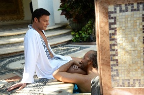 "THE ASSASSINATION OF GIANNI VERSACE: AMERICAN CRIME STORY ""Manhunt"" Episode 2 (Airs Wednesday. January 24, 10:00 p.m. e/p) -- Pictured: (l-r) Ricky Martin as Antonio D'Amico, Edgar Ramirez as Gianni Versace. CR: Jeff Daly/FX"