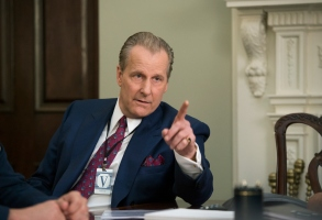 """THE LOOMING TOWER -- """"Now it Begins..."""" - Episode 101 - The chief of the FBI's counter-terrorism unit, John O'Neill, invites rookie Muslim-American agent, Ali Soufan, onto his squad. Fighting to get information from the CIA, they soon realize their work is just beginning… as two American embassies are bombed. John O'Neill (Jeff Daniels), shown. (Photo by: JoJo Whilden/Hulu)"""