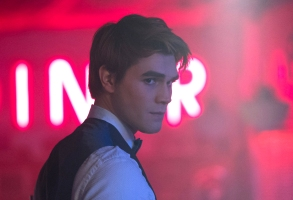 "Riverdale -- ""Chapter Twenty-Five: The Wicked and the Divine"" -- Image Number: RVD212b_0370.jpg -- Pictured: KJ Apa as Archie -- Photo: Katie Yu/The CW -- © 2018 The CW Network, LLC. All rights reserved."