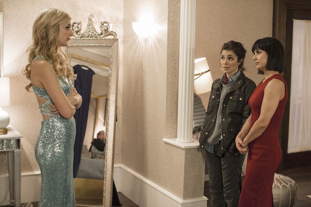 UnREAL Season 3 Episode 1 Caitlin FitzGerald Shiri Appleby Constance Zimmer