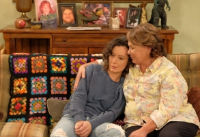"SARA GILBERT, ROSEANNE BARR, ""Roseanne"""