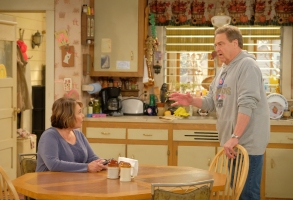 """ROSEANNE - """"Eggs Over, Not Easy"""" - A crucial moment for Becky's surrogacy arrangement forces her and Darlene to critically assess each other's lives. Meanwhile, an animal rescue organization rejects Jackie's application to adopt a puppy; and Roseanne makes a plan to change their mind, on the fourth episode of the revival of """"Roseanne,"""" TUESDAY, APRIL 10 (8:00-8:30 p.m. EDT), on The ABC Television Network. (ABC/Adam Rose)ROSEANNE BARR, JOHN GOODMAN"""