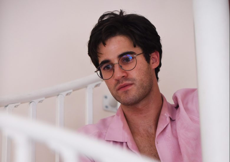 "THE ASSASSINATION OF GIANNI VERSACE: AMERICAN CRIME STORY ""Alone"" Episode 9 (Airs Wednesday, March 21, 10:00 p.m. e/p) -- Pictured: Darren Criss as Andrew Cunanan. CR: Ray Mickshaw/FX"