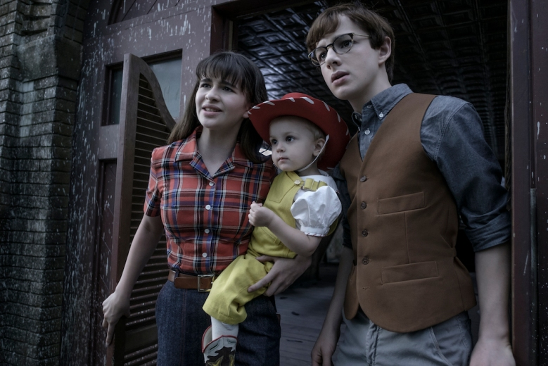 A Series of Unfortunate Events Season 2 Malina Weissman, Louis Hynes