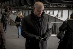 Counterpart Starz Howard