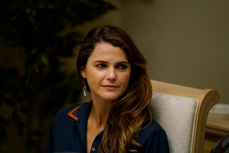 """THE AMERICANS """"Dead Hand"""" -- Season 6, Episode 1 (Airs Wednesday, March 28, 10:00 pm/ep) -- Pictured: Keri Russell as Elizabeth Jennings."""