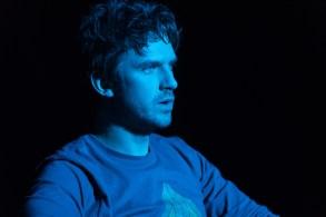 LEGION -- Season 2, Episode 1 -- Pictured: Dan Stevens as David Haller. CR: Prashant Gupta/FX