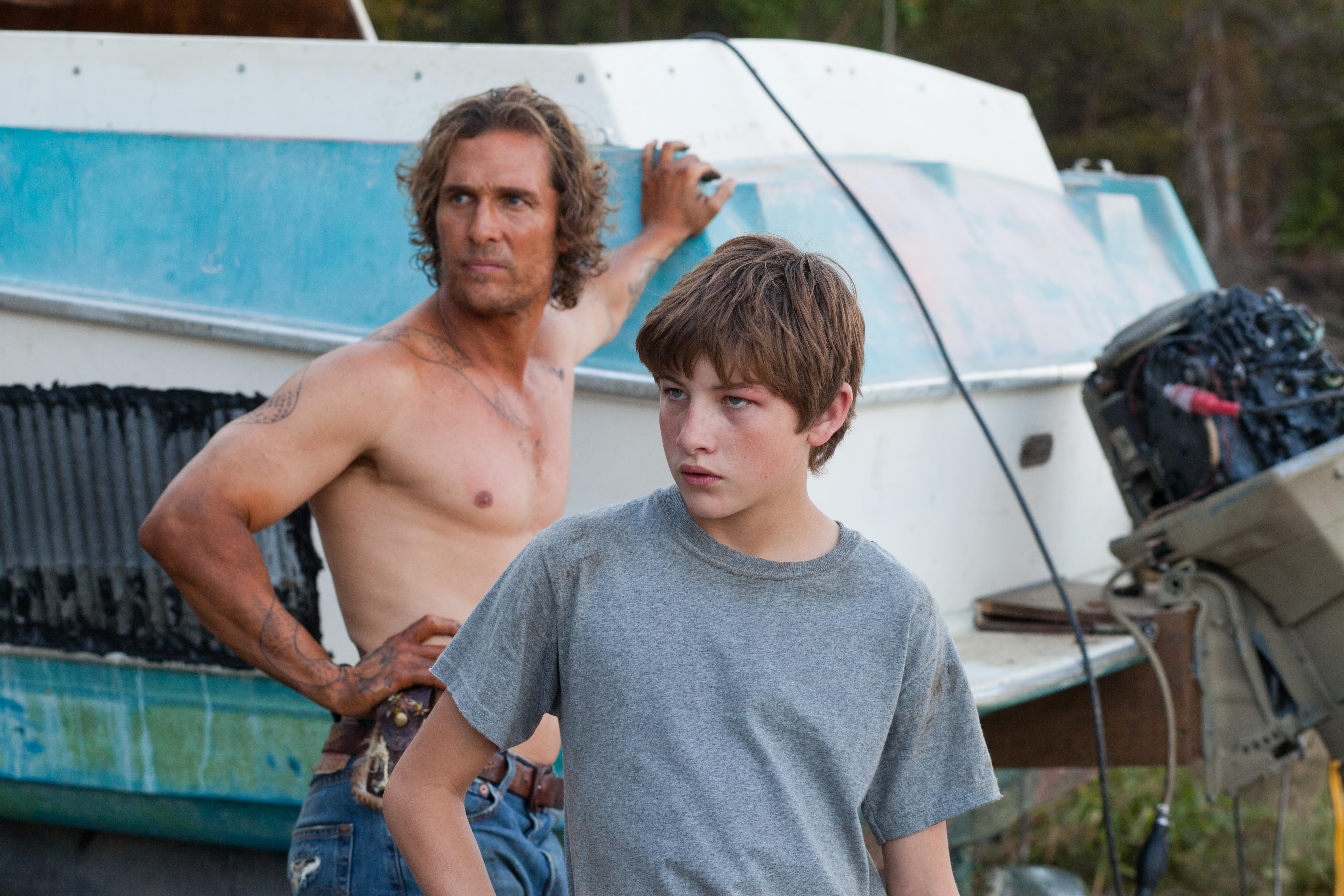 No Merchandising. Editorial Use Only. No Book Cover Usage.Mandatory Credit: Photo by Everest Entertainment/Kobal/REX/Shutterstock (5883373d)Matthew McConaughey, Tye SheridanMud - 2012Director: Jeff NicholsEverest EntertainmentUSAScene StillMud - Sur les rives du Mississippi