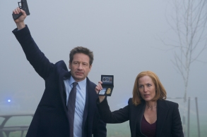 """THE X-FILES:  L-R:  David Duchovny and Gillian Anderson in the """"Familiar"""" episode of THE X-FILES airing Wednesday, March 7 (8:00-9:00 PM ET/PT) on FOX. ©2018 Fox Broadcasting Co.  Cr:  Shane Harvey/FOX"""