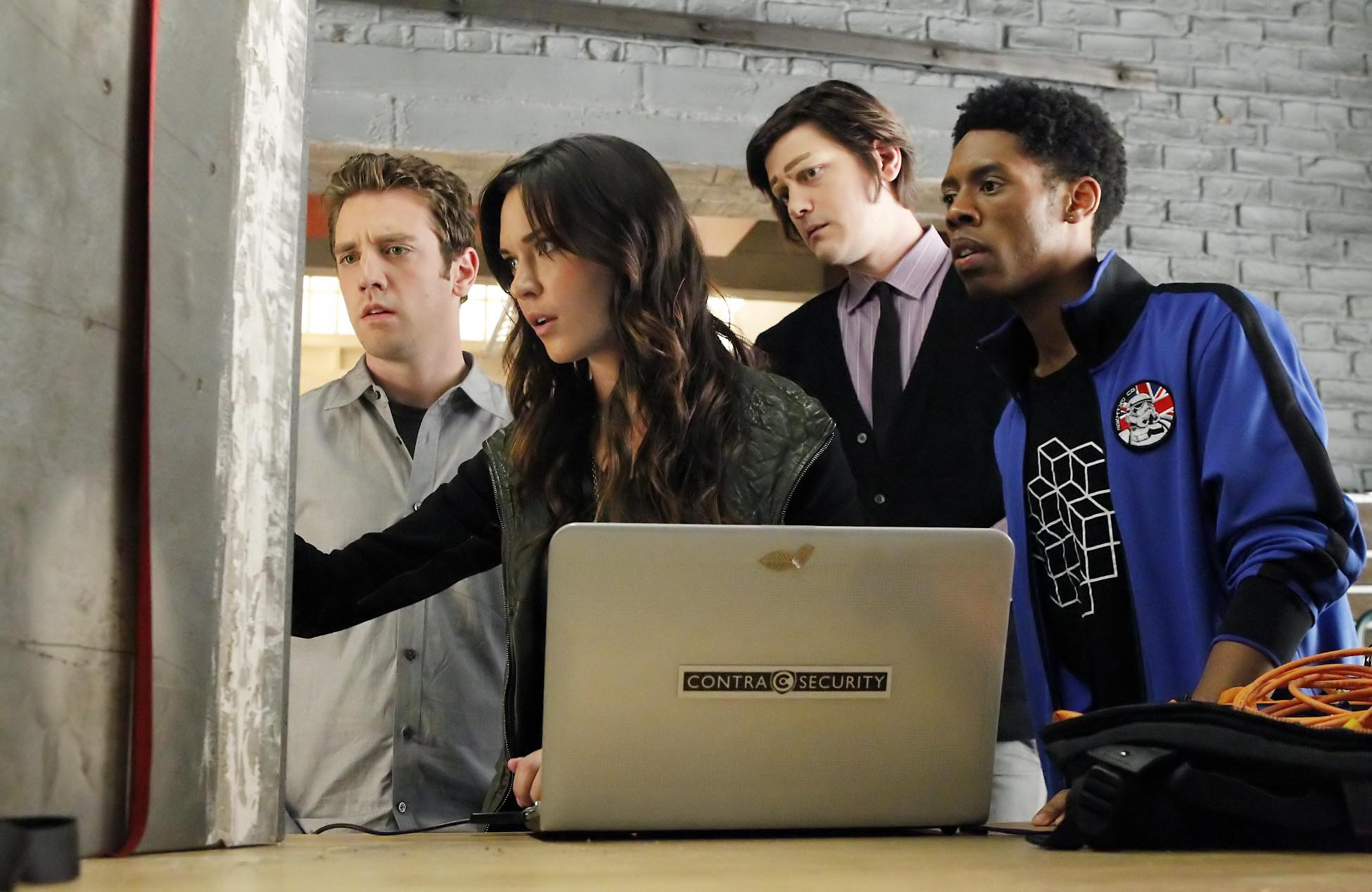 "BREAKING IN: The team (L-R: Bret Harrison, Odette Annable, Trevor Moore and Alphonso McAuley) is surprised at the contents of a safe in the in the ""'Tis Better to Have Loved and Flossed"" episode of BREAKING IN airing Wednesday, April 13 (9:30-10:00 PM ET/PT) on FOX. ©2011 Fox Broadcasting Co. Cr: Jordin Althaus/FOX"