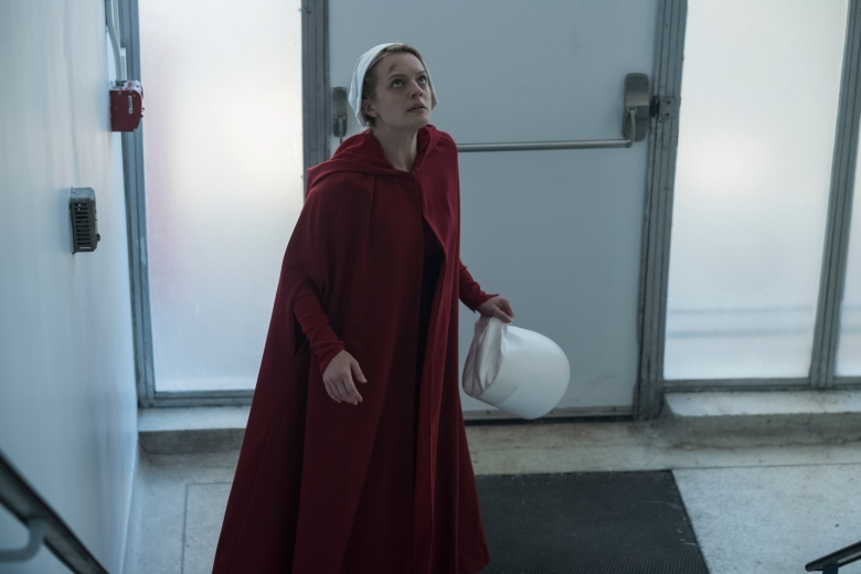 Handmaid's Tale: Elisabeth Moss, Behind The Scenes, Owns the Show
