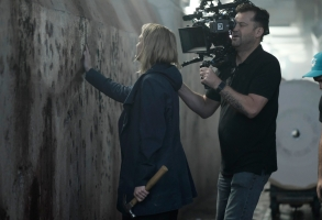 """THE HANDMAID'S TALE -- """"Unwomen"""" --Episode 202 -- Offred adjusts to a new way of life. The arrival of an unexpected person disrupts the Colonies. A family is torn apart by the rise of Gilead. Behind the scenes Offred (Elisabeth Moss) and Director of Photography Colin Watkinson, shown.  (Photo by: George Kraychyk/Hulu)"""