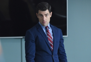 "NEW GIRL:  Max Greenfield in the ""San Diego"" season finale episode of NEW GIRL airing Tuesday, March 28 (8:00-8:31 PM ET/PT) on FOX.  ©2017 Fox Broadcasting Company.  Cr:  Ray Mickshaw/FOX"