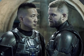 "THE EXPANSE -- ""Immolation"" Episode 306 -- Pictured: (l-r) Terry Chen as Prax, Wes Chatham as Amos Burton -- (Photo by: Rafy/Syfy)"