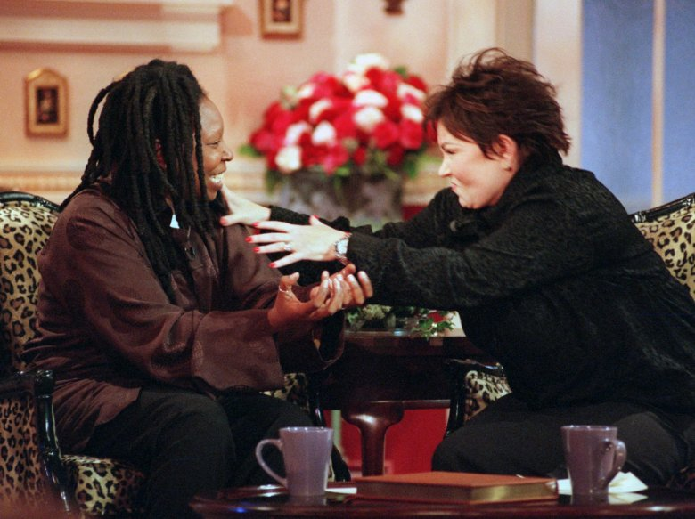 "ROSEANNE GOLDBERG Roseanne, right, grabs Whoopi Goldberg during a heated conversation about President Clinton's troubles during the first taping of her new talk show ""Roseanne"", in Los Angeles. The show's scheduled premiere is Monday, Sept. 14ROSEANNE, LOS ANGELES, USA"
