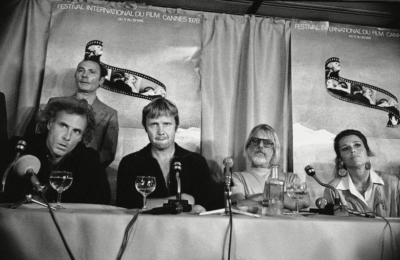 U.S. actors Bruce Dern, Jon Voight, director Hal Ashby, Jane Fonda on in France: U.S. entry ?Coming HomeJane Fonda with John Voight, Cannes, France