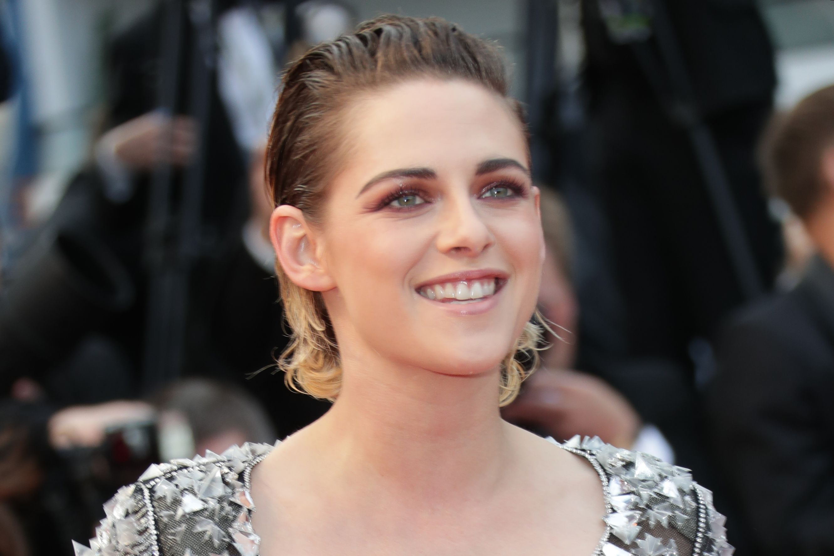 Cannes 2018: Kristen Stewart Walks Barefoot To Protest Against Heels Only Rule