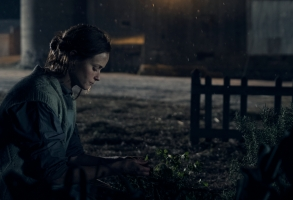 "THE HANDMAID'S TALE -- ""Unwomen"" --Episode 202 -- Offred adjusts to a new way of life. The arrival of an unexpected person disrupts the Colonies. A family is torn apart by the rise of Gilead. Ofglen (Alexis Bledel), shown. (Photo by: George Kraychyk/Hulu)"