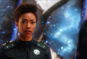 """""""Si Vis Pacem, Para Bellum"""" -- Episode 108 -- Pictured: Sonequa Martin-Green as First Officer Michael Burnham of the CBS All Access series STAR TREK: DISCOVERY. Photo Cr: Best Possible Screengrab/CBS © 2017 CBS Interactive. All Rights Reserved."""