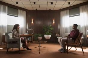 Homecoming Season 1 Julia Roberts, Stephan James