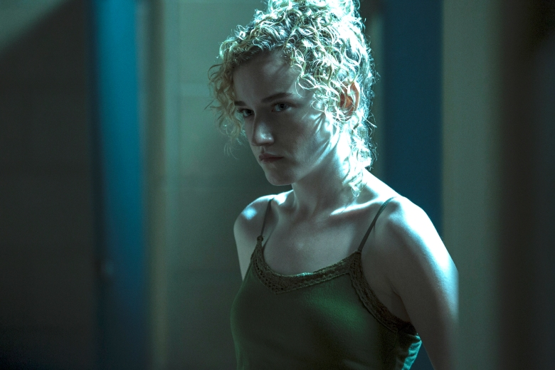 Ozark' (Netflix): Julia Garner Breaks Down Stripper Scene