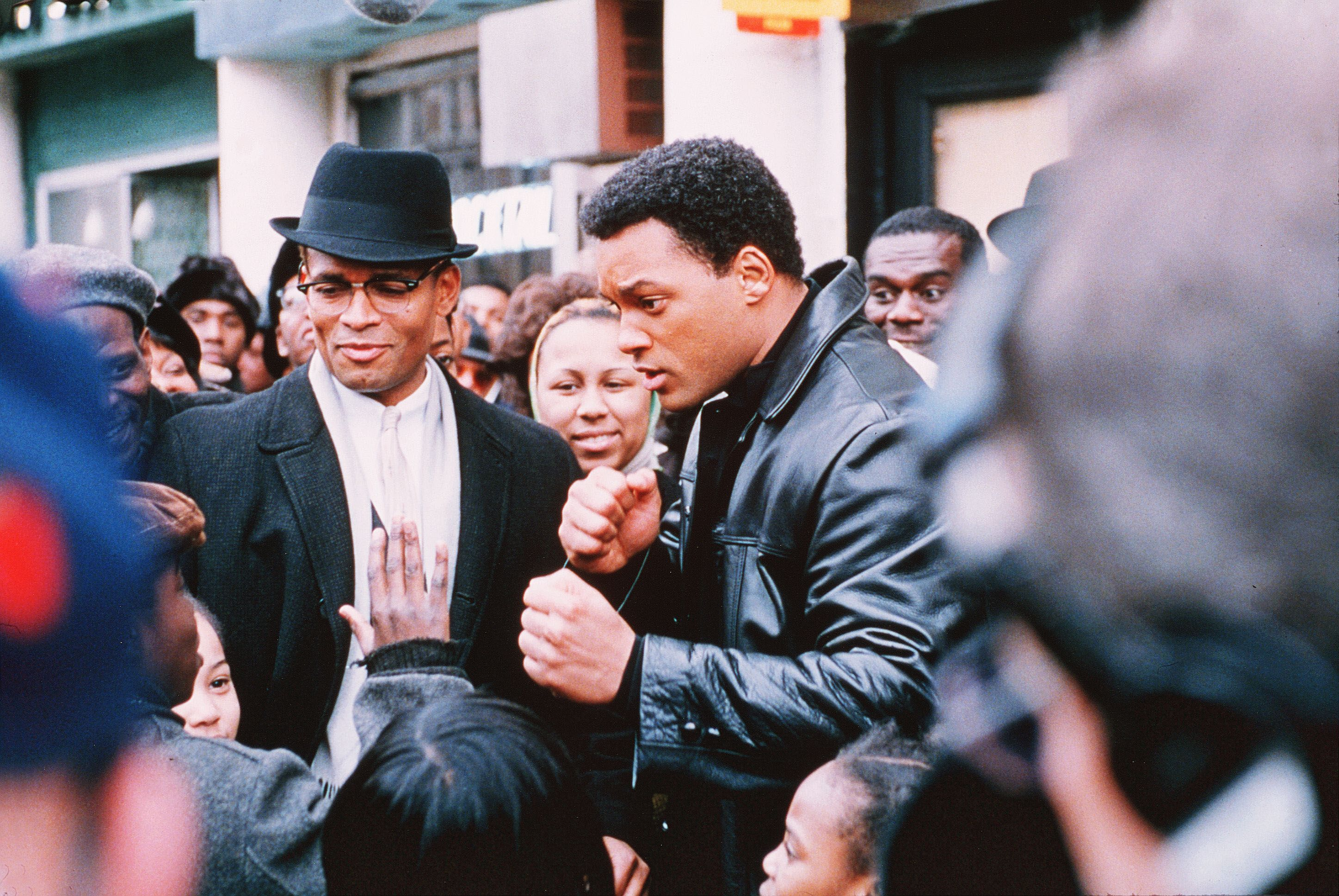 No Merchandising. Editorial Use Only. No Book Cover Usage.Mandatory Credit: Photo by Frank Connor/Columbia/Kobal/REX/Shutterstock (5880921m) Mario Van Peebles, Will Smith Ali - 2001 Director: Michael Mann Columbia USA Scene Still