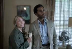 """CASTLE ROCK  -- """"Severance"""" - Episode 101 - An anonymous phone call lures death-row attorney Henry Denver back to his home town of Castle Rock, Maine. Ruth Deaver (Sissy Spacek) and Henry Deaver (Andre Holland) shown. (Photo by: Patrick Harbron/Hulu)"""