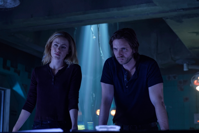 "12 MONKEYS -- ""The Beginning Part I"" Episode 410 -- Pictured: (l-r) Amanda Schull as Cassandra Railly, Aaron Stanford as James Cole -- (Photo by: Ben Mark Holzbert/Syfy)"
