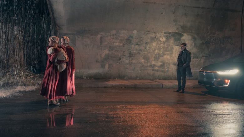 "THE HANDMAID'S TALE -- ""The Word"" -- Episode 213 -- Serena and the other Wives strive to make change. Emily learns more about her new Commander. Offred faces a difficult decision. Offred (Elisabeth Moss) and Ofglen (Alexis Bledel), shown. (Photo by: George Kraychyk/Hulu)"