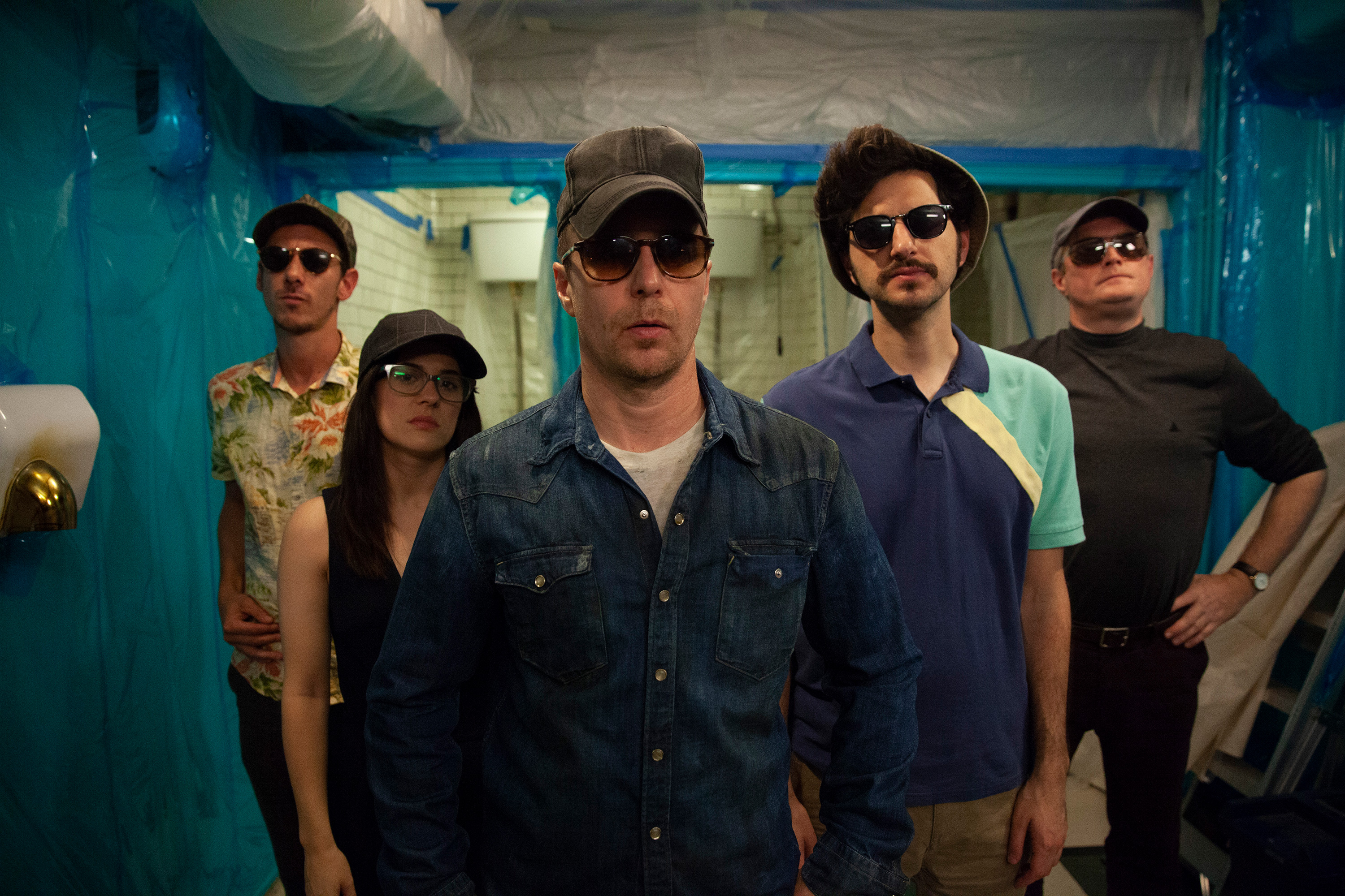 ?Blue Iguana? Review: Sam Rockwell Stars in a Tedious Throwback to ?80s Crime Movies