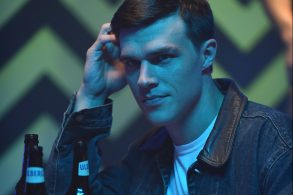 """THE ASSASSINATION OF GIANNI VERSACE: AMERICAN CRIME STORY """"Don't Ask Don't Tell"""" Episode 5 (Airs Wednesday, February 14, 10:00 p.m. e/p) -- Pictured: Finn Wittrock as Jeffrey Trail. CR: Ray Mickshaw/FX"""