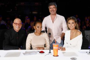 "AMERICA'S GOT TALENT -- ""Live Quarter Finals Results 3"" Episode 1316 -- Pictured: (l-r) Howie Mandel, Mel B, Simon Cowell, Heidi Klum -- (Photo by: Trae Patton/NBC)"