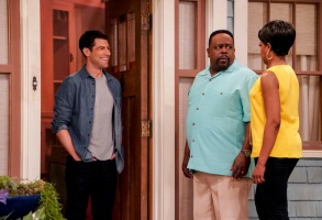 The Neighborhood Max Greenfield Cedric the Entertainer