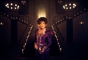 AMERICAN HORROR STORY: APOCALYPSE -- Pictured: Joan Collins as Evie Gallant. CR: Kurt Iswarienko/FX