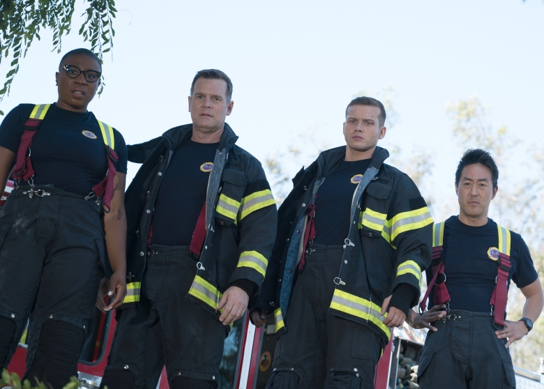 "9-1-1:  L-R:  Aisha Hinds, Peter Krause, Oliver Stark and Kenneth Choi in the ""Under Pressure"" Season Premiere, Pt. 1 episode of 9-1-1 airing Sunday, Sept. 23 (8:00-9:00 PM ET/PT) on FOX. ©2018 Fox Broadcasting Co. Cr: Michael Becker/FOX."