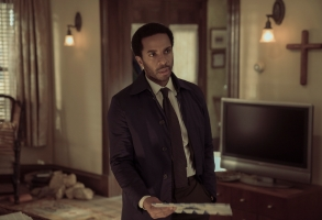 """Castle Rock -- """"Filter"""" - Episode 106 - Henry's son visits from Boston; a funeral stirs up unsettling memories. Shown:  Henry Deaver (Andre Holland) (Photo by: Patrick Harbron/Hulu)"""