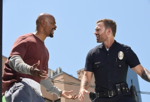 "LETHAL WEAPON: L-R: Damon Wayans and Seann William Scott in the ""In The Same Boat"" season premiere episode of LETHAL WEAPON airing Tuesday, September 25 (9:00-10:00 PM ET/PT) on FOX. ©2018 Fox Broadcasting Co."