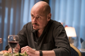 """MR INBETWEEN -- """"Unicorns Know Everybody's Name"""" -- Season 1, Episode 2 (Airs Tuesday, September 25, 12:01 pm ET/PT) -- Pictured: Scott Ryan as Ray Shoesmith. CR: Mark Rogers/FX"""