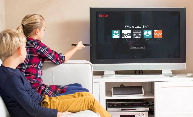 Crianças assistindo Netflix
