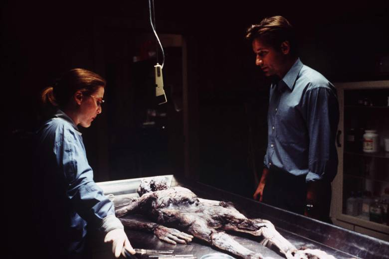 No Merchandising. Editorial Use Only. No Book Cover Usage.Mandatory Credit: Photo by 20th Century Fox Television/Kobal/REX/Shutterstock (5884419l) Gillian Anderson, David Duchovny The X Files - 1993-2002 20th Century Fox Television USA Television Scifi The X-Files