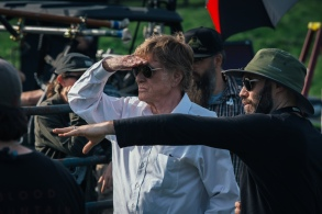 Robert Redford and Director David Lowery on the set of THE OLD MAN & THE GUN. Photo by Eric Zachanowich. © 2018 Twentieth Century Fox Film Corporation All Rights Reserved