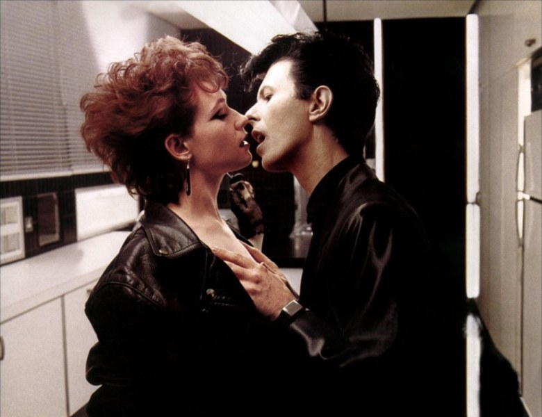 Editorial use only. No book cover usage.Mandatory Credit: Photo by MGM/UA/Kobal/REX/Shutterstock (5884918e) Ann Magnuson, David Bowie The Hunger - 1983 Director: Tony Scott MGM/UA Scene Still Horror Les Prédateurs