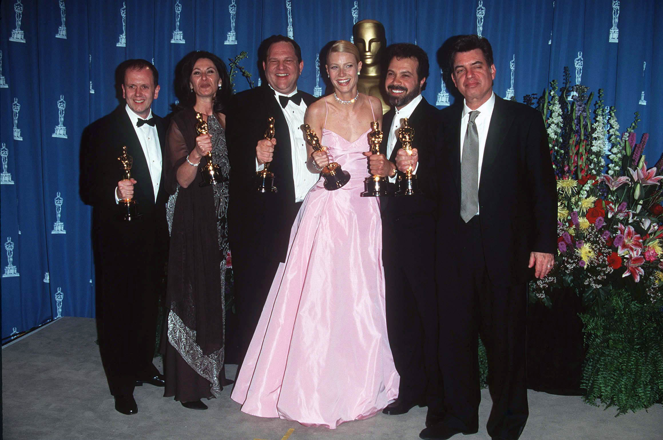 DAVID PARFITT, DONNA GIGLIOTTI, HARVEY WEINSTEIN, GWYNETH PALTROW, EDWARD ZWICK AND MARC NORMAN.OSCAR AWARD CEREMONY, AMERICA - 1999