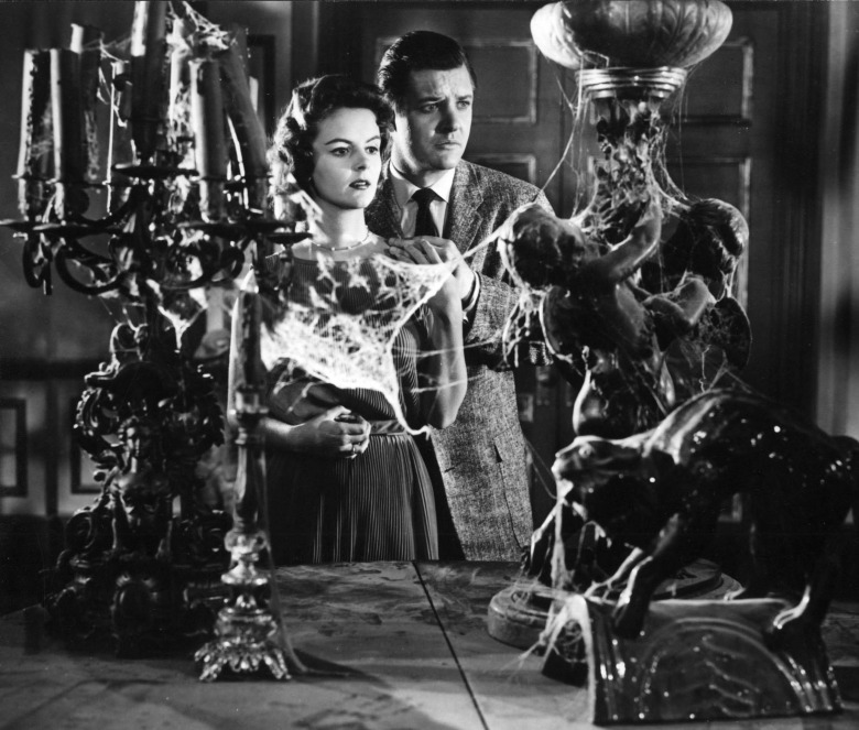 Editorial use only. No book cover usage.Mandatory Credit: Photo by Allied Artists/Kobal/REX/Shutterstock (5878727f) Carolyn Craig, Richard Long House On Haunted Hill - 1958 Director: William Castle Allied Artists USA Scene Still La Maison de l'horreur