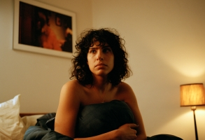 """The Bisexual - """"106"""" - Episode 106 - Sadie makes a revelation that leaves Leila questioning everything. She turns to Gabe. As they lean on each other Leila leans on Gabe as their relationship born out of awkwardness evolves into one of genuine friendship. Leila (Desiree Akhavan), shown. (Photo credit:  Tereza Cervenova/Hulu)"""